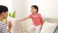 子供 屋内 育児の動画 27512391