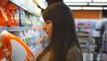 選ぶ 買い物客 ショッピングセンターの動画 27520391