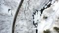 冬の北海道 雪景色と道(空撮 移動撮影 真俯瞰) 28201673