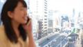若い女性、電話、スマホ、都会イメージ 28405545