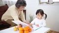 遊ぶ おばあちゃん 育児の動画 28520555