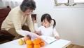 遊ぶ おばあちゃん 育児の動画 28520557