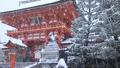 1月冬 雪の伏見稲荷大社楼門 京都の雪景色 29372786