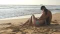 ビーチ 浜辺 カップルの動画 29566275