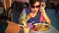 女性 メス レストランの動画 30006717