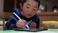 집에서 공부하는 아이 30274102