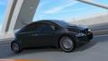 高速道路に走っているレーシングストライプの入った黒いスポーツカー 30488217
