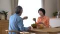 人物 シニア 食事の動画 30769444