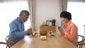 動画素材 朝食を取るシニア夫婦 30769447