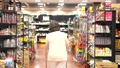 スーパーで買い物をするシニアの女性 30971076