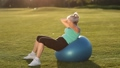 Sportswoman doing abdominal crunches on fit ball. 31345966