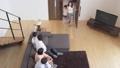 動画素材 家族の団欒 三世代 ライフスタイル 俯瞰 31368052