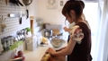 料理 女性 キッチンの動画 31435899