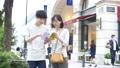 東京観光 表参道の街角でガイドブックを見るカップル 31534730