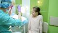 女子 子供 医師の動画 31759859