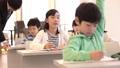 小学生と先生 32072250