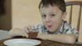 Little boy eating cake at home 32164964
