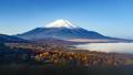山梨県パノラマ台から見る富士山と雲海と紅葉 32350311
