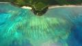奄美大島の美しい海岸線とリーフの空撮 (前進) 32353793