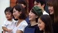人物 大勢 笑顔の動画 32625050