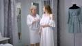 買い物客 ドレス 洋服の動画 32693496