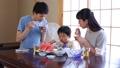 素麺を食べる家族 32835087