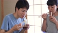 素麺を食べる夫婦 32845259