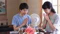 素麺を食べる夫婦 32845260
