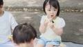 公園 友達 子供の動画 32850367