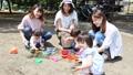 ママ友 公園 砂場の動画 32850374