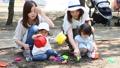 ママ友 公園 砂場の動画 32850377