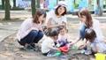ママ友 公園 砂場の動画 32850380