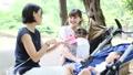 ママ友 公園 主婦の動画 32856403