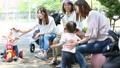 ママ友 公園 主婦の動画 32856911