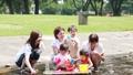 ママ友 母親 育児 水遊び  32857932