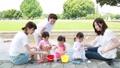 ママ友 母親 育児 水遊び  32857944