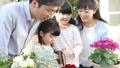 ガーデニング 親子 家族の動画 32861071