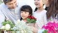 家族 ガーデニング 親子の動画 32867911