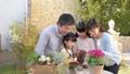 家族 ガーデニング 親子の動画 32867942