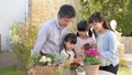 家族 ガーデニング 親子の動画 32867943