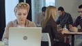 女 女の人 女性の動画 32992818