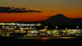 富士山と羽田空港 国際線ターミナル 東京タイムラプス 夕焼けから夜景 長時間撮影 fix 33024748