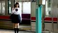 電車から降りる女子高生  撮影協力「京王電鉄株式会社」 33092591