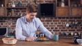 人 ブレックファースト 朝食の動画 33245305