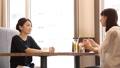 女性 人物 会話の動画 33353065