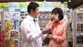 薬局 薬剤師 男性の動画 33407611