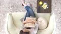リビング 女性 俯瞰の動画 33471807