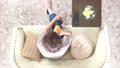リビング 女性 俯瞰の動画 33471950