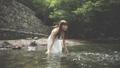 水遊びをする女性 33671630