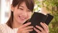 読書中の女性アップ 33692026